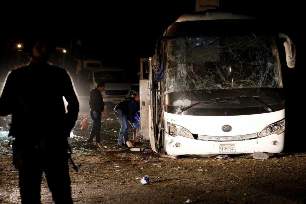 Atentado contra un micro de turistas en Egipto: tres muertos y 11 heridos