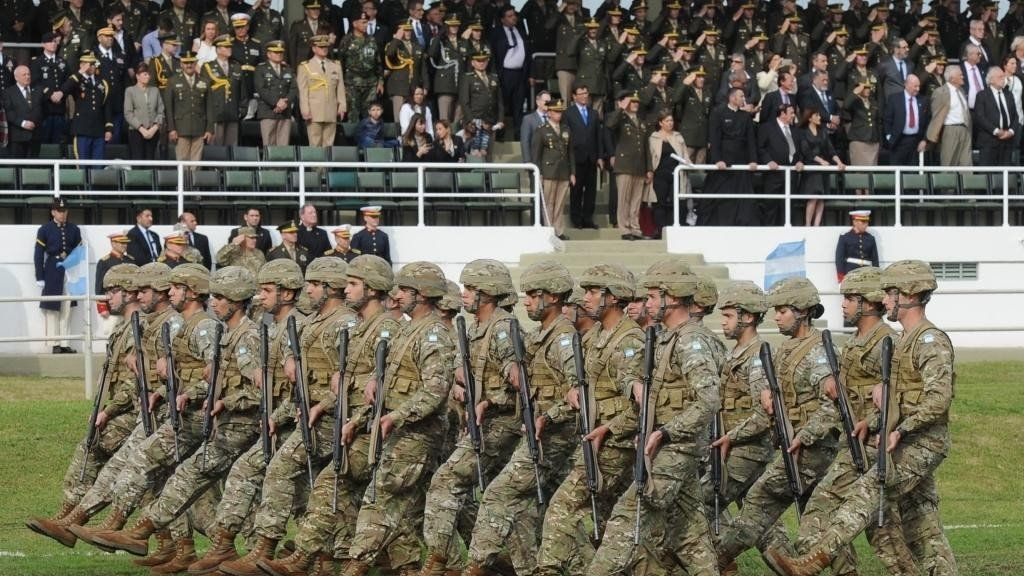 Inquietud en las Fuerzas Armadas por un DNU que le quita el control de la Obra Social