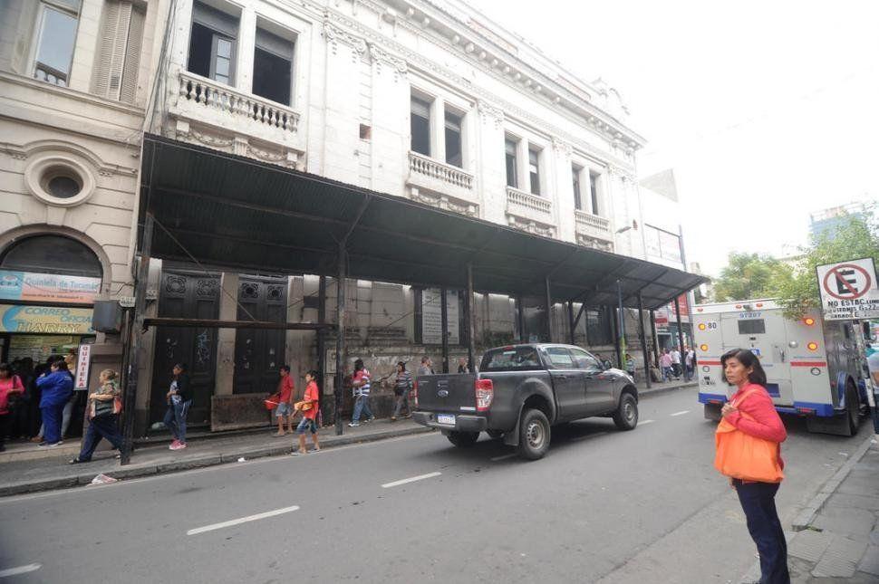 Suspenden por seis meses el pedido de demolición del ex Banco Francés
