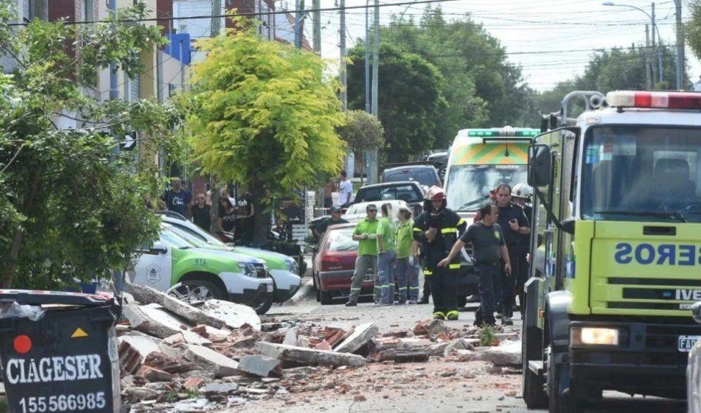 Se derrumbó un balcón en Mar del Plata: murieron una mujer y su hija