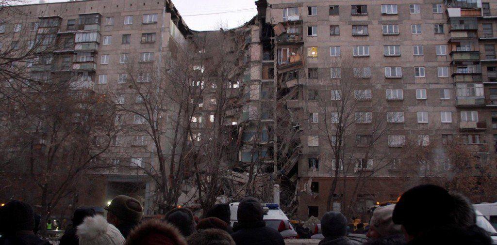 Rusia: 3 muertos y 79 desaparecidos al derrumbarse un edificio