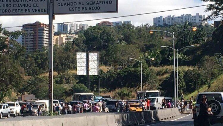 Venezolanos protestaron contra Maduro por la escasez de comida en las fiestas