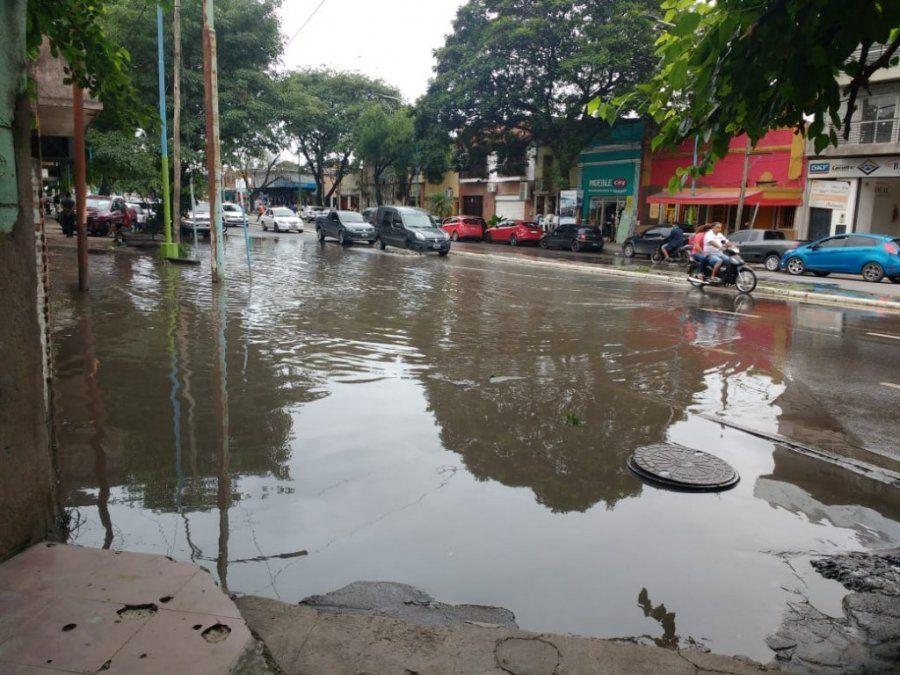 Una laguna afecta a vecinos y comerciantes de Villa 9 de Julio