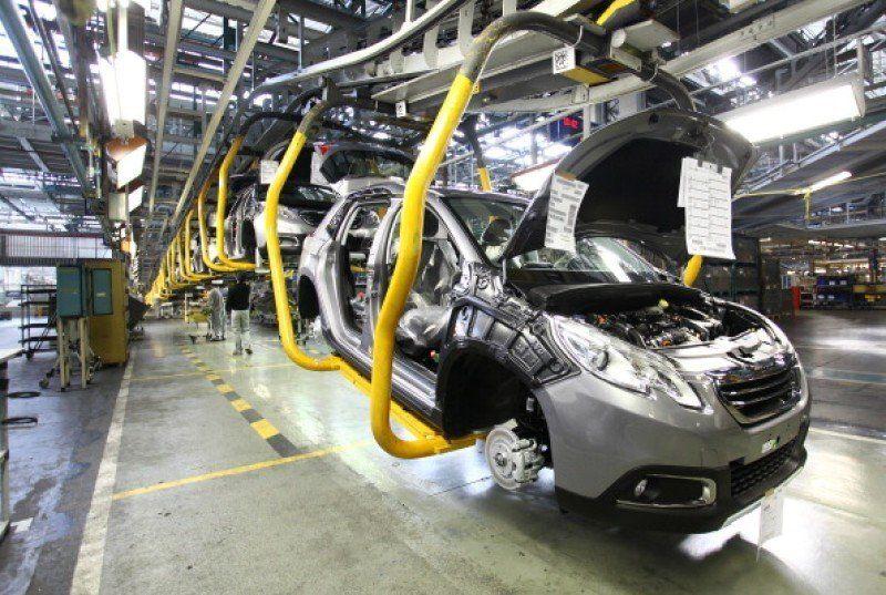 La producción automotriz de diciembre cayó un 38,5%