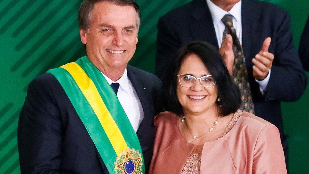 """Una funcionaria brasileña habló de una nueva era en la que """"los niños vistan de azul y las niñas de rosa"""""""