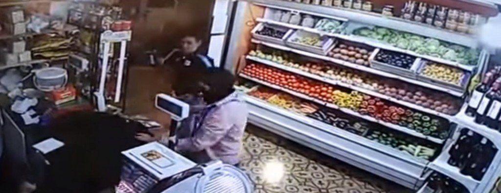 Delincuentes asaltaron a clientes y empleados de una verdulería