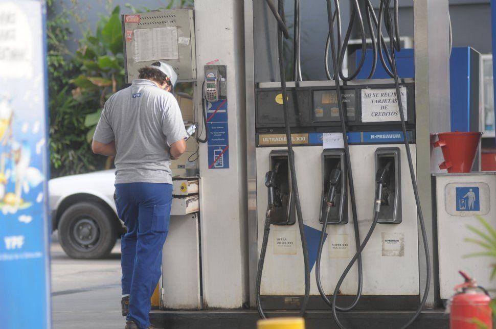 En Tucumán, YPF bajó el precio de los combustibles en un promedio de 1,5%