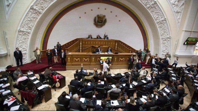 El Parlamento declaró a Maduro usurpador de la Presidencia