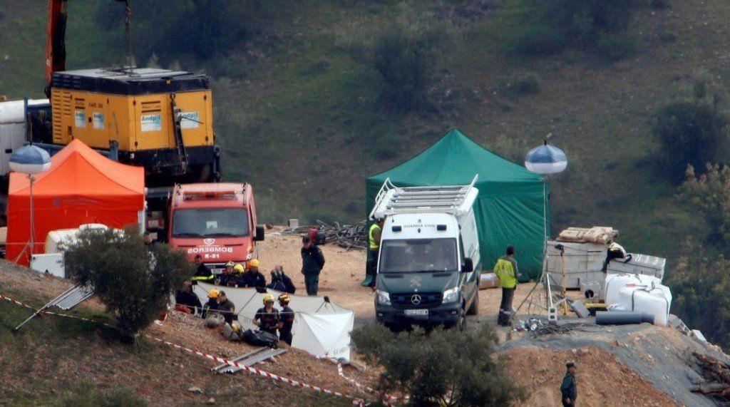 España: abren un túnel paralelo para rescatar al niño que cayó en un pozo