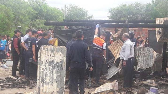 Santiago: un incendio se llevo la vida de dos hermanitos que estaban solos y encerrados