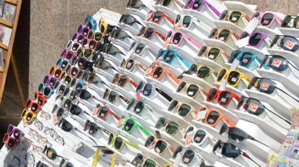 Prohíben la venta de anteojos de sol en la vía pública