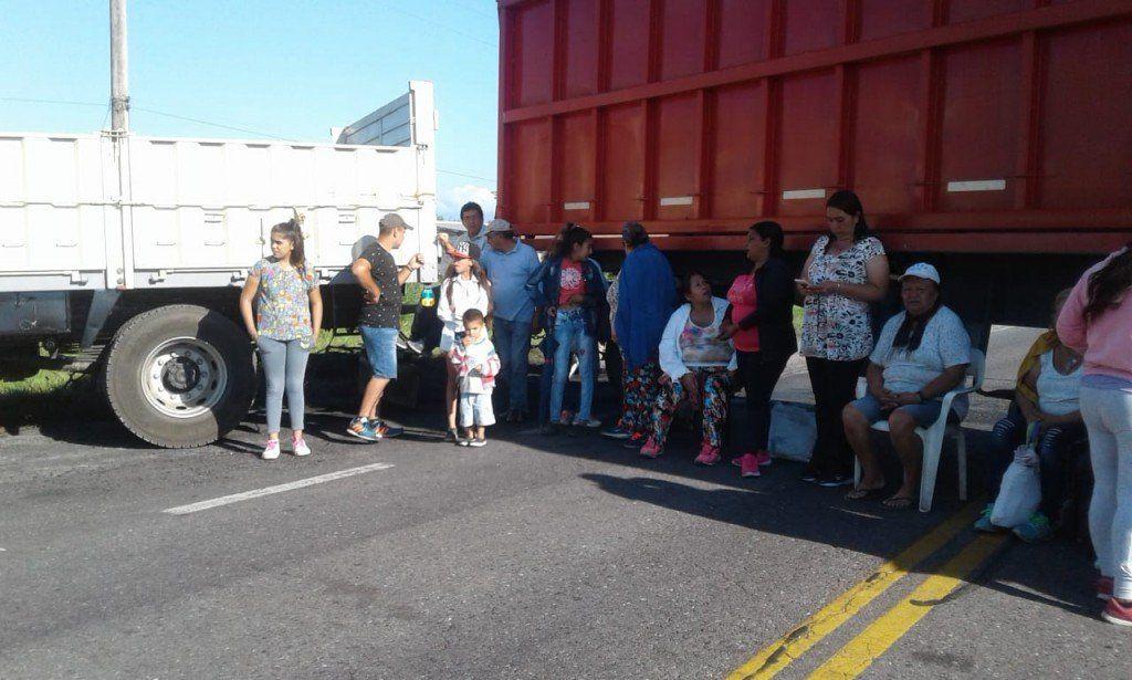 Vecinos de Santa Rosa de Leales cortan la ruta 9. Reclaman obras en las rutas 320 y 306