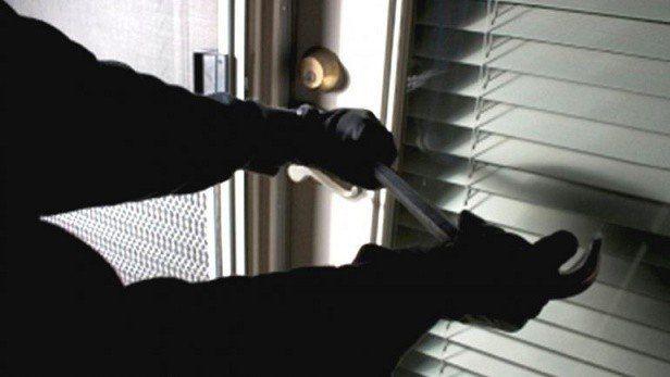 Delincuentes asaltaron a un ex diputado nacional en su casa