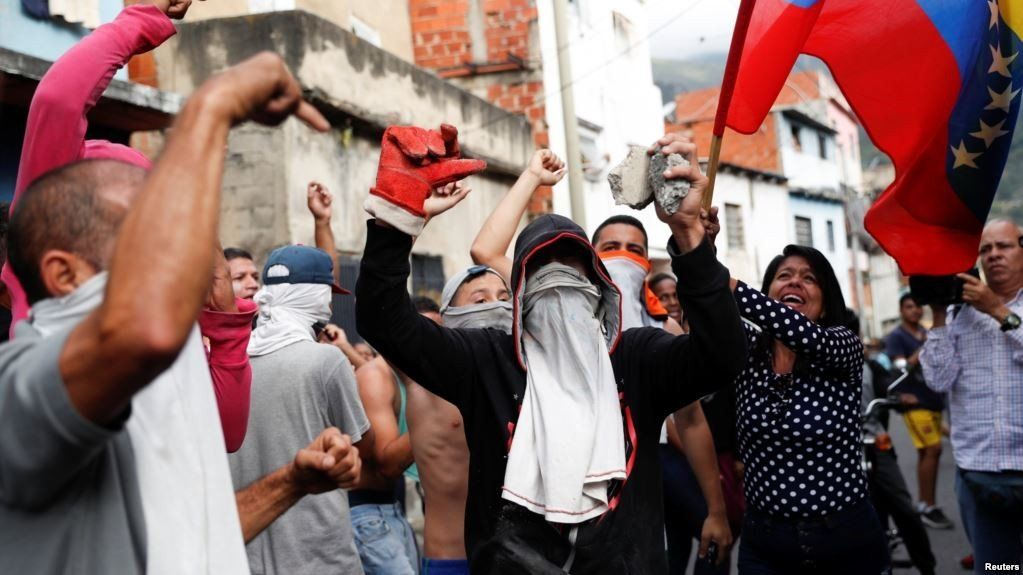 En Venezuela los opositores buscan tomar el país pacíficamente
