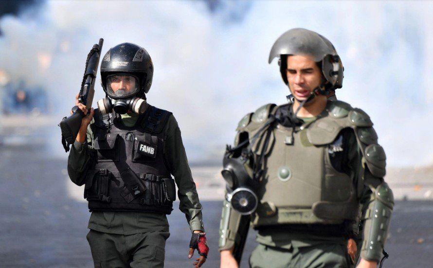 Enfrentamientos, corridas y represión en las protestas de Caracas