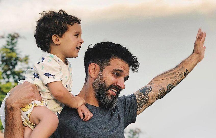 El influencer argentino que da consejos sobre paternidad