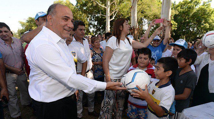 Un barrio de Alberdi estrenó una pista de salud, red de agua e iluminación