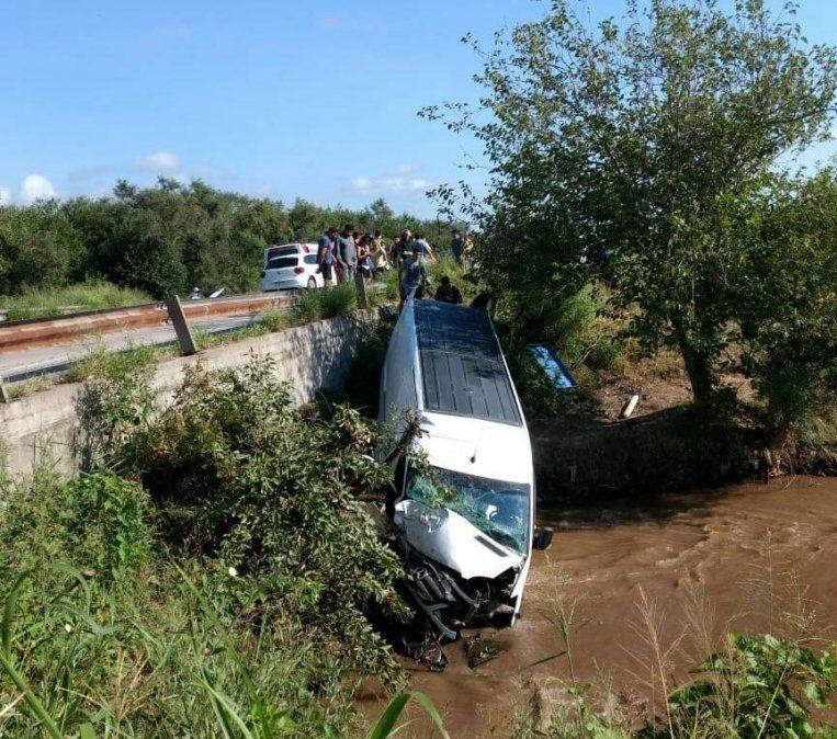 Accidente en la ruta 157: La trafic que trasladaba a los músicos de Damián Córdoba se desbarrancó