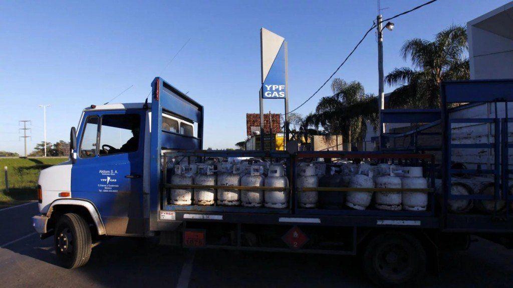 El precio oficial de la garrafa de gas sube 37%, pero congelan el subsidio del Plan Hogar