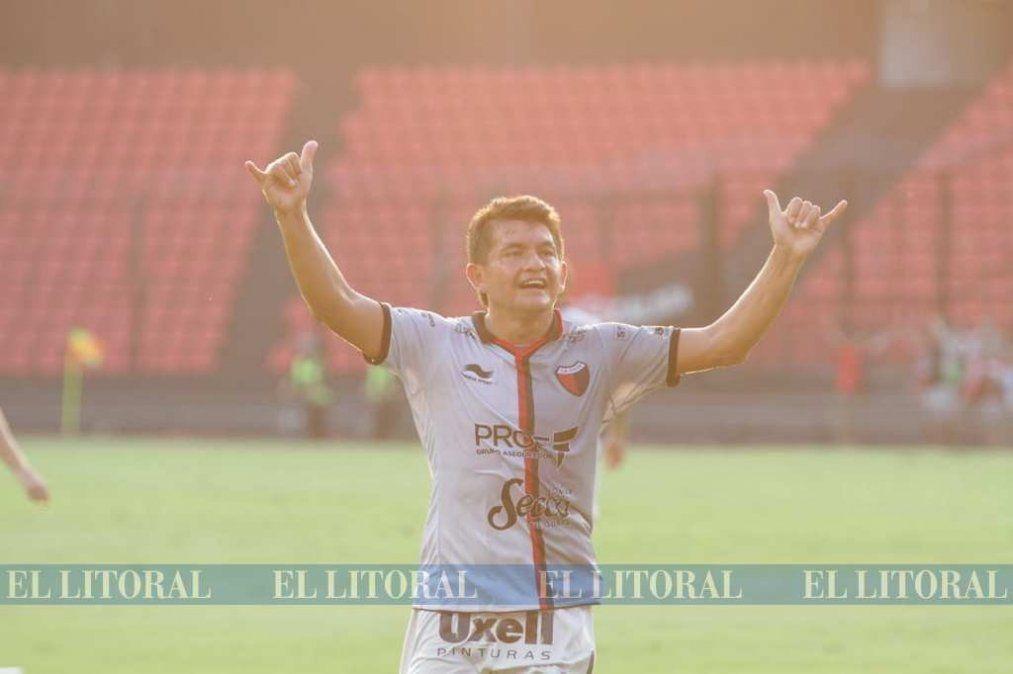 Con una actuación estelar del Pulga Rodríguez, Colón venció 2-0 a Argentinos