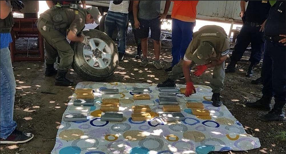 Viajaba a Tucumán con 28 kilos de cocaína en la rueda de auxilio