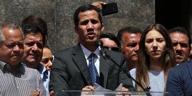 Guaidó: con sus cuentas congeladas y sin poder salir del país
