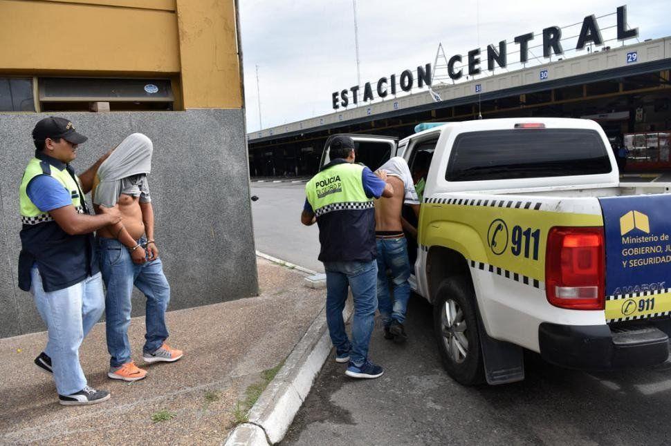 Detenidos en la Terminal de Ómnibus por transportar droga