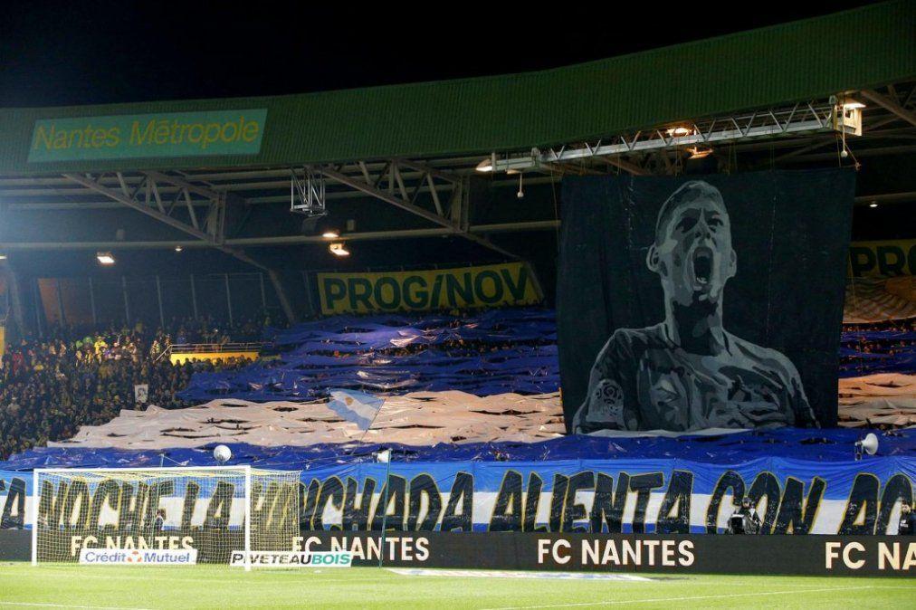 Nantes le rindió homenaje a Emiliano Sala a una semana de su desaparición