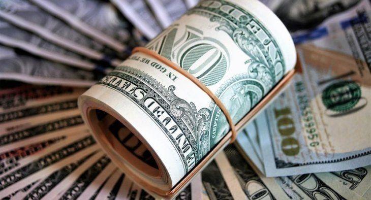 El dólar registró en enero una caída de 52 centavos