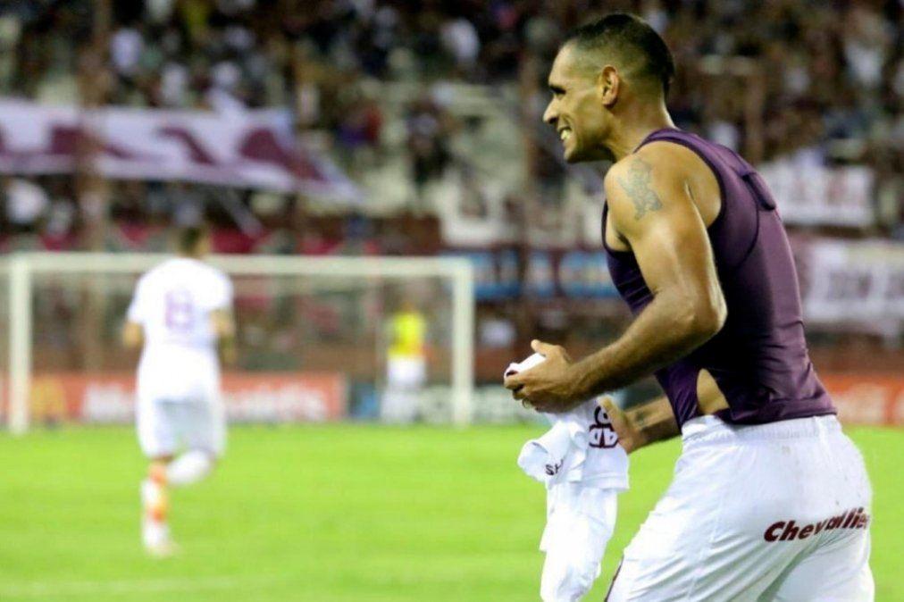 Lanús venció a Colón con un gol de Sand sobre el final