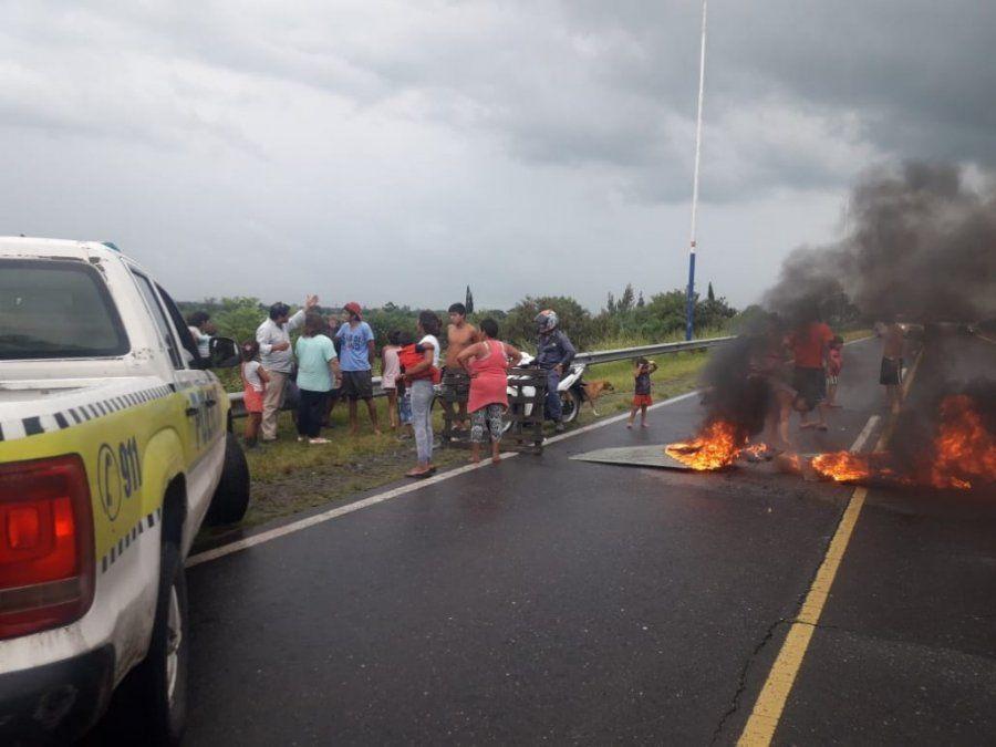Protestaron con un corte en la ruta que va hacia el aeropuerto