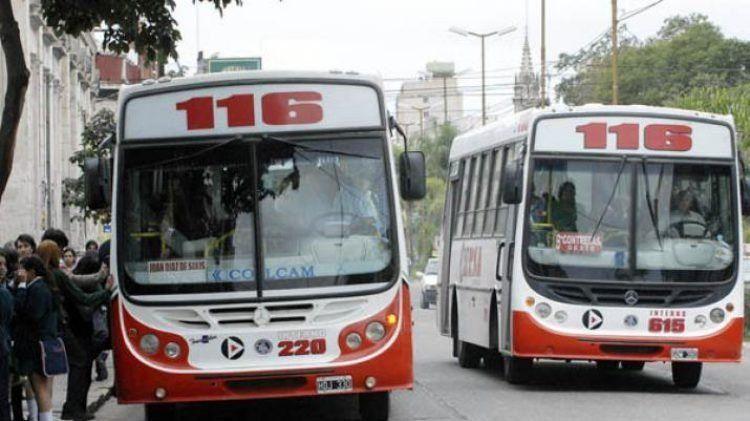 Santiago: Autoridades capitalinas buscarán garantizar el servicio de colectivos