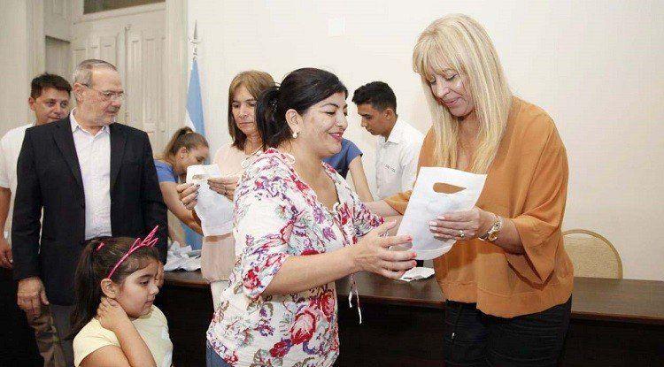 El ministerio de Salud entregó 100 anteojos recetados