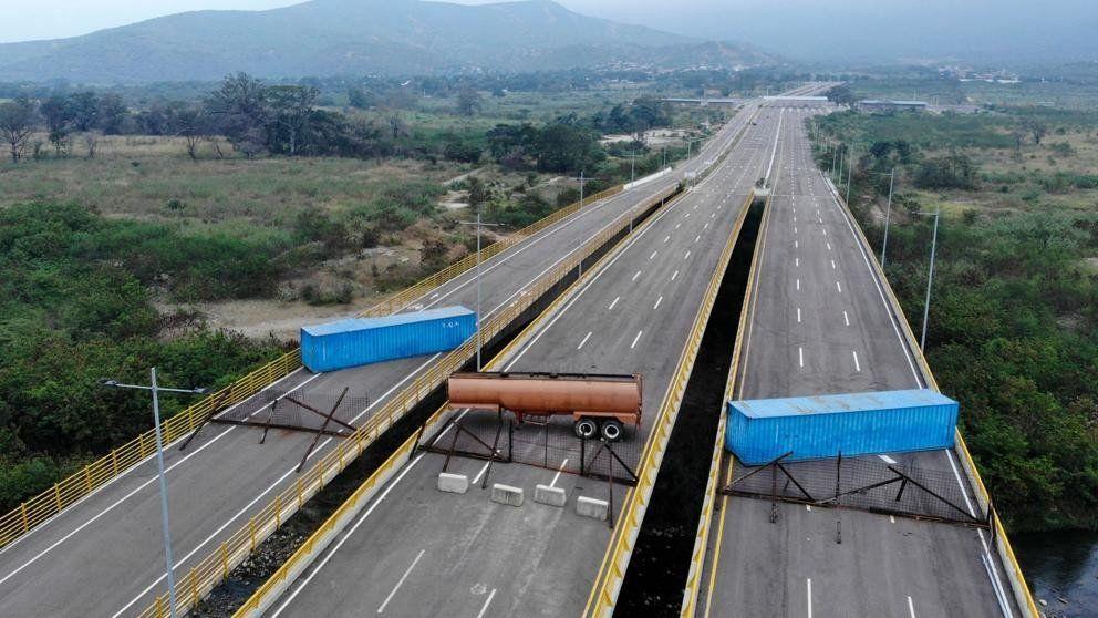Denuncian bloqueo en el puente por el que puede llegar la ayuda humanitaria