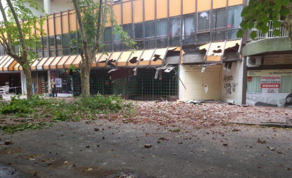 Se desprendió parte de la fachada de un edificio en el centro de Mar del Plata