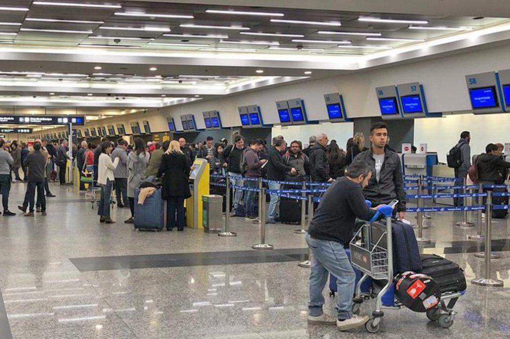 Cuánto cobran las aerolíneas para despachar una valija