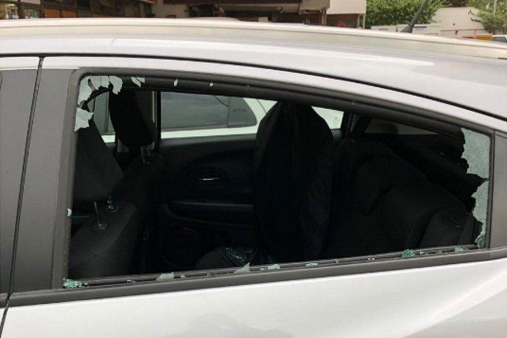 Rompevidrios: A un hombre le robaron U$S 3.000 y $ 30.000