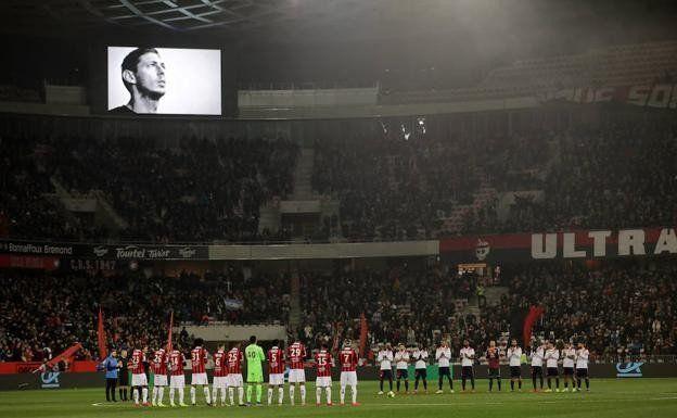 Conmemorarán a Emiliano Sala en la reanudación de la Champions League