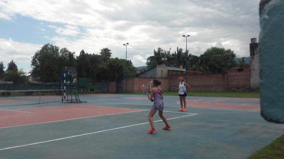 Una joven tenista tucumana busca proyectarse en el profesionalismo