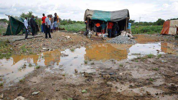 Inundaciones en minas ilegales de Zimbabwe dejan 60 muertos