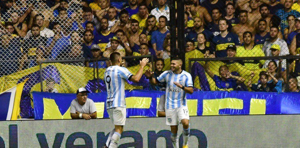 Atlético dio el golpe en la Bombonera: Le ganó a Boca y sigue dando pelea en la Superliga