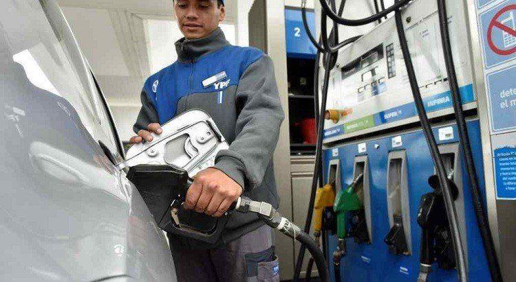 Por la inflación las empresas de combustibles estiman que la nafta súper llegará a $40 en marzo