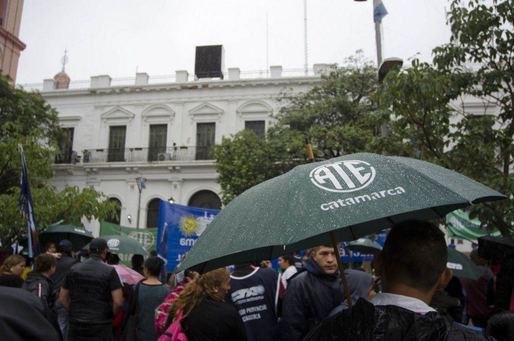 Gremios llevaron adelante una marcha contra el aumento de tarifas en Catamarca