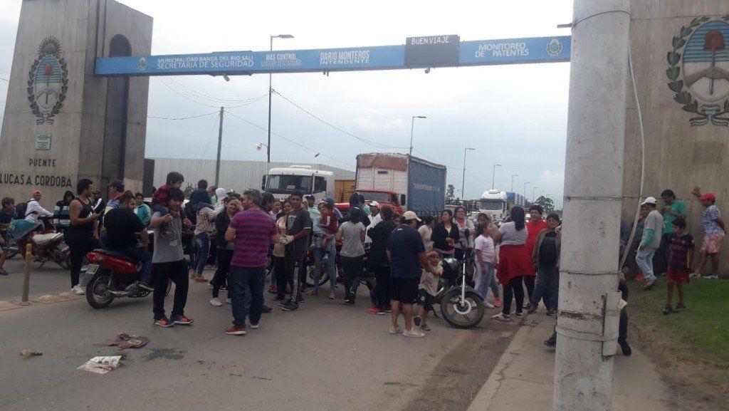 Protestaron con un corte en el Puente Lucas Córdoba