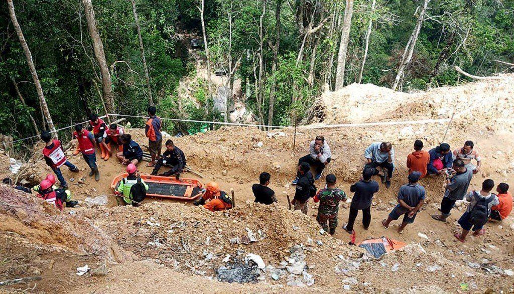 Indonesia: ya son al menos 4 los muertos por el derrumbe de una mina de oro ilegal