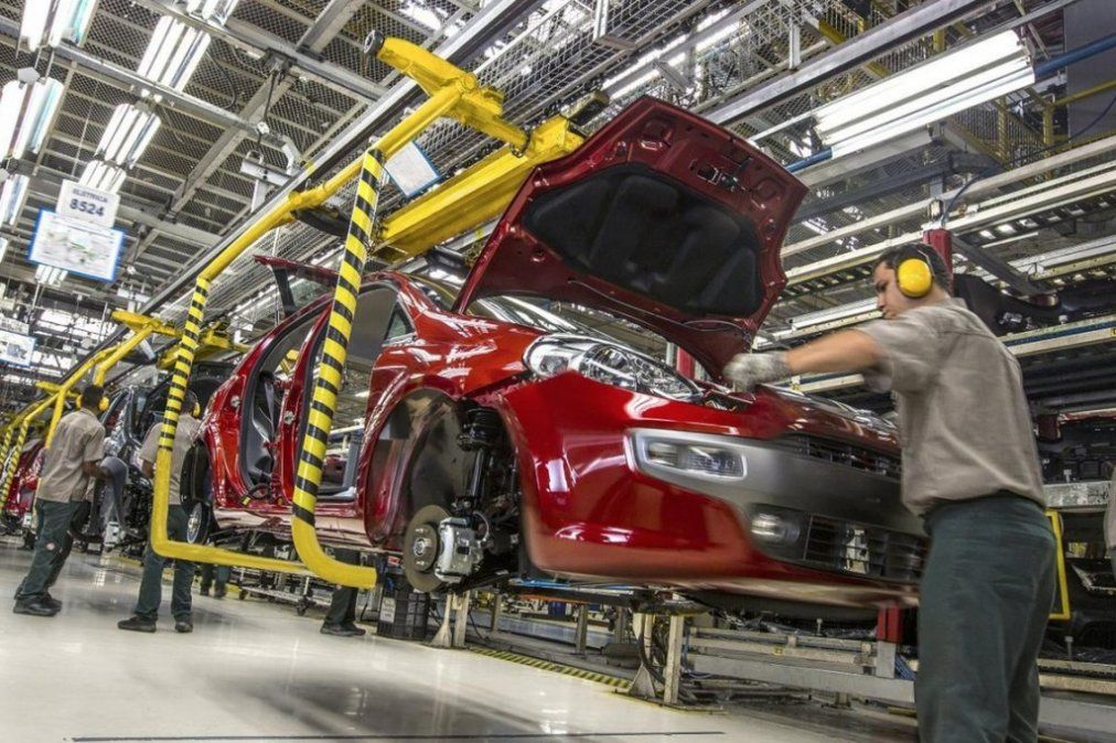 Peugeot suspendió a 1.000 trabajadores de su planta en El Palomar