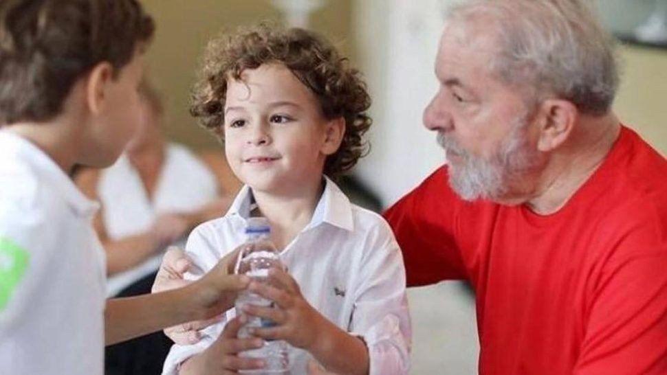 Lula Da Silva presenció el entierro de su nieto de 7 años