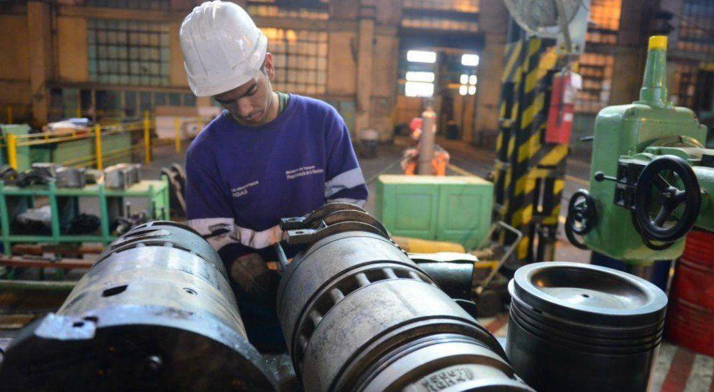 La industria se desplomó un 10,8% en enero y acumuló 9 meses en baja