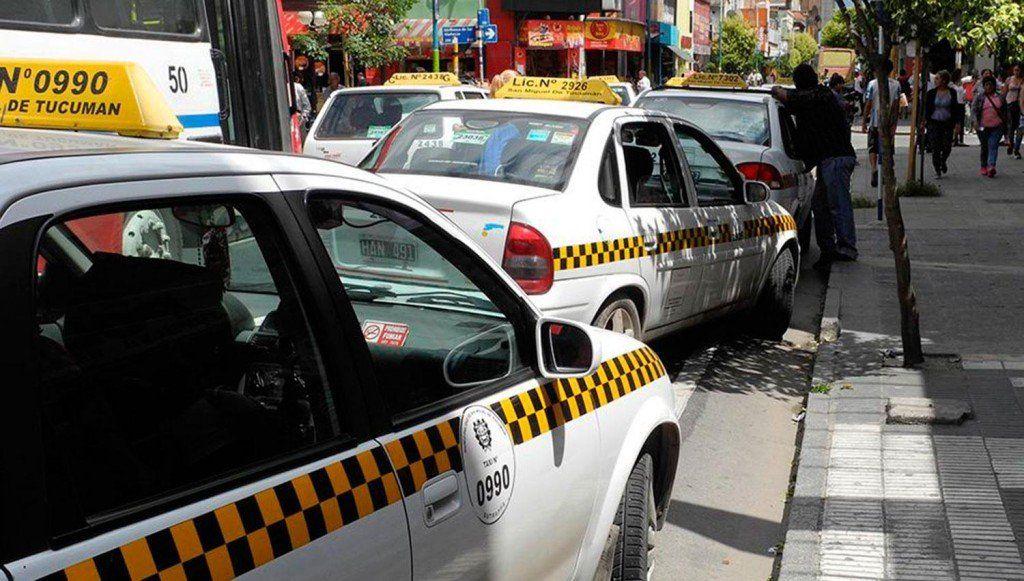Los sindicatos de taxi mantienen diferencias respecto a un posible aumento de la tarifa