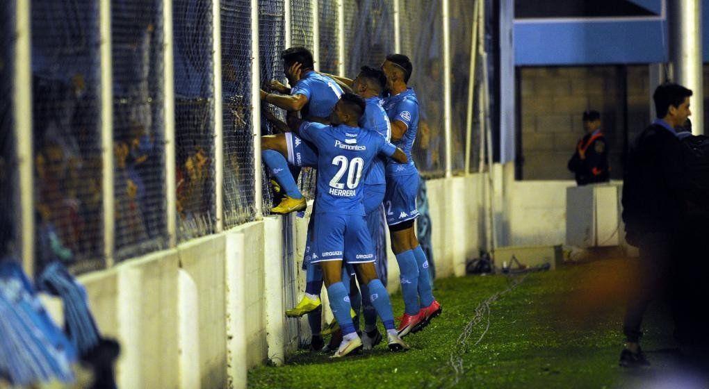 Belgrano goleó a Patronato y se ilusiona con la permanencia